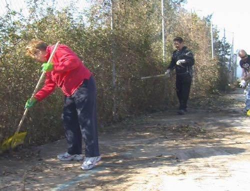 #Trashtag: els veïns de Can Carreres organitzen una rua de neteja veïnal