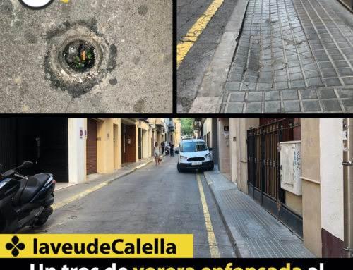 Un tros de vorera enfonsada al carrer Sant Josep
