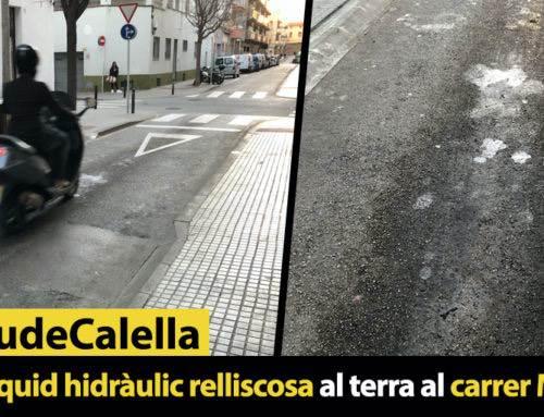 Taca de líquid hidràulic relliscosa al terra al carrer Monturiol