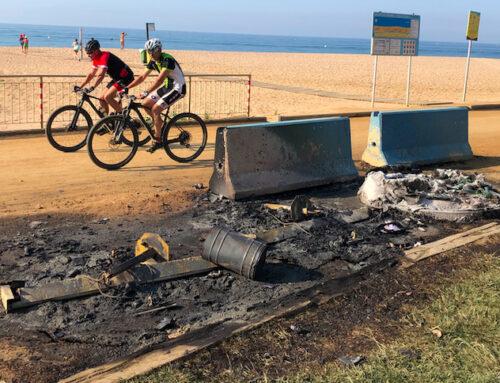 Cremen de nit uns contenidors de la platja
