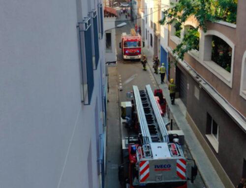 Un problema elèctric origina un petit foc al carrer Miquel Cuní