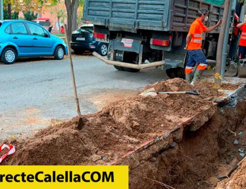 Trencament d'una canonada de l'aigua al carrer Santos de Maimona