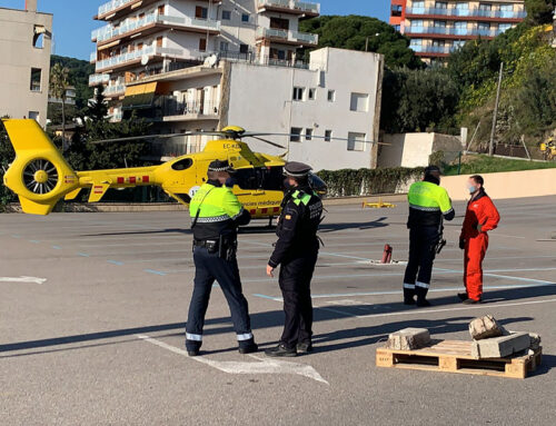 Un helicòpter del SEM aterra a Calella per traslladar un pacient a Barcelona