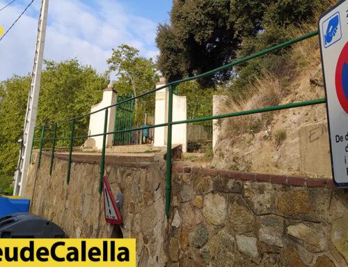 Perill amb la barana de les escales d'accés al Parc Dalmau