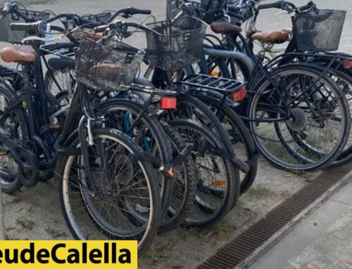 Sense espai per aparcar la bici vora el Crol Centre