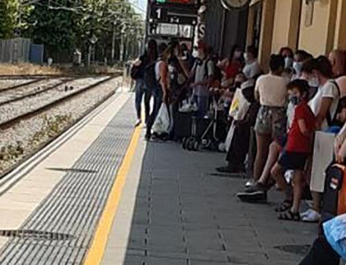 Els usuaris de la R1 denuncien que Rodalies suprimeix trens sense avisar