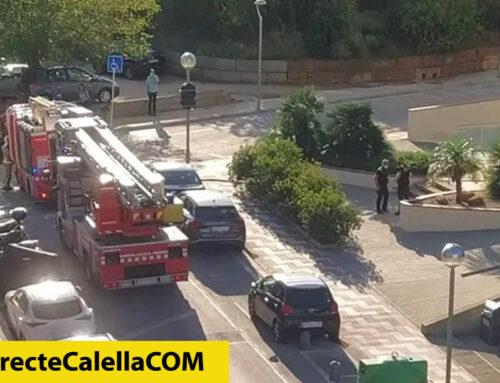 Ensurt al carrer Turisme per l'incendi d'una pila de papers